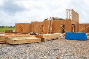Holz zählt auch bei Modulhäusern zu den möglichen Baustoffen